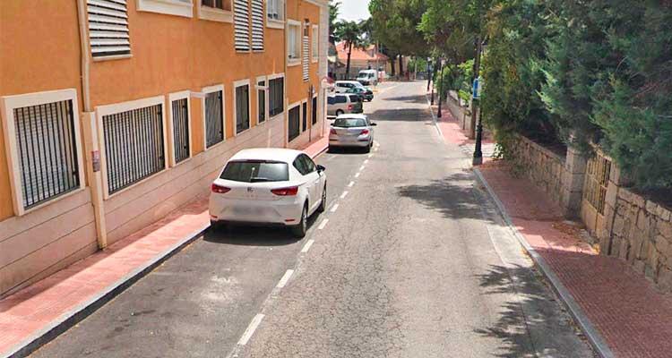 Ejecución de reposición del acerado en la calle Berrocales